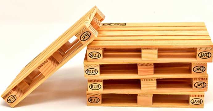 ein bett aus europaletten bauen diy anleitung f r zu hause. Black Bedroom Furniture Sets. Home Design Ideas