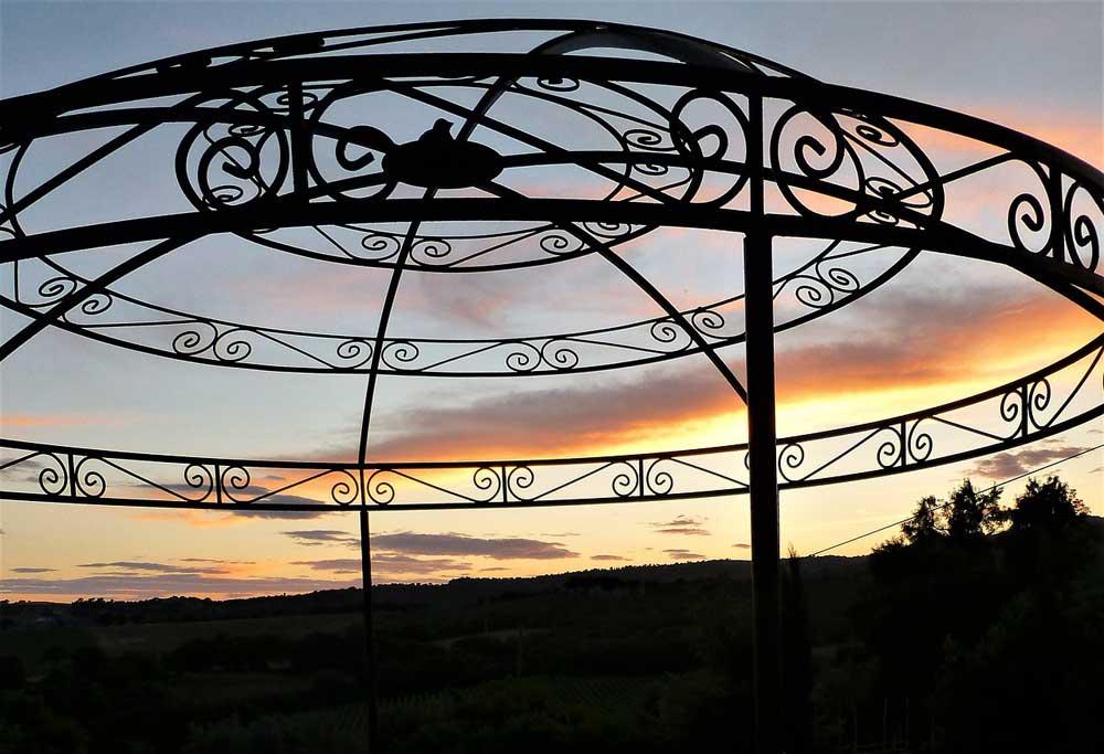 Bild von Gartenpavillon Metall – stabil, wetterfest und mit festem Dach