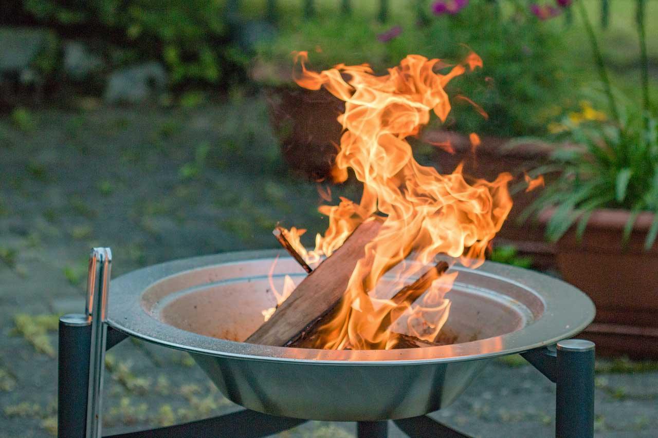 Photo of Entspannte Abende im Garten mit einem Feuerkorb