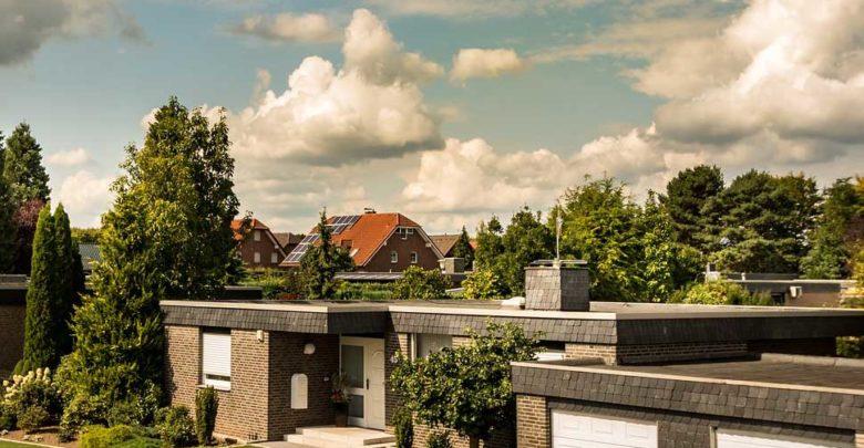 Photo of Winkelbungalow mit Garage – Barrierefrei wohnen mit Wintergartenflair