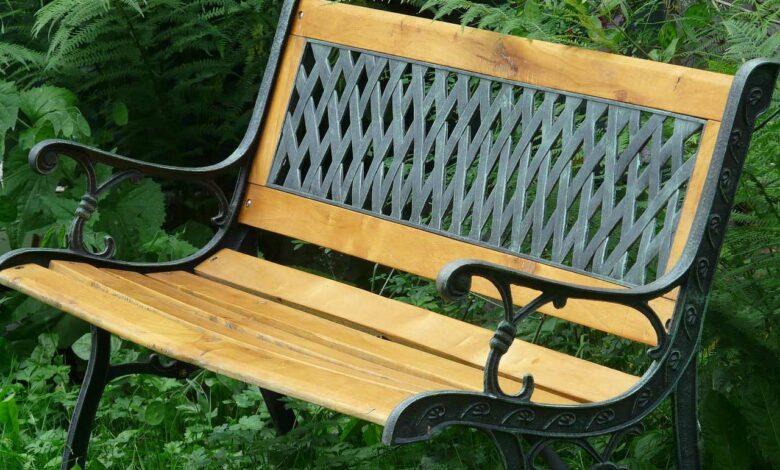 Bild von Gartenbank Kaufratgeber: Kunststoff oder Metall?