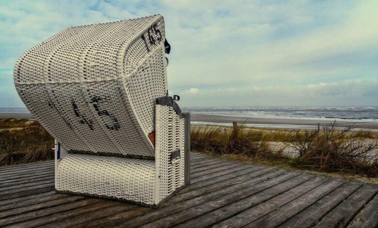 Bild von Strandkorb kaufen für die Terrasse – Beach Feeling für daheim