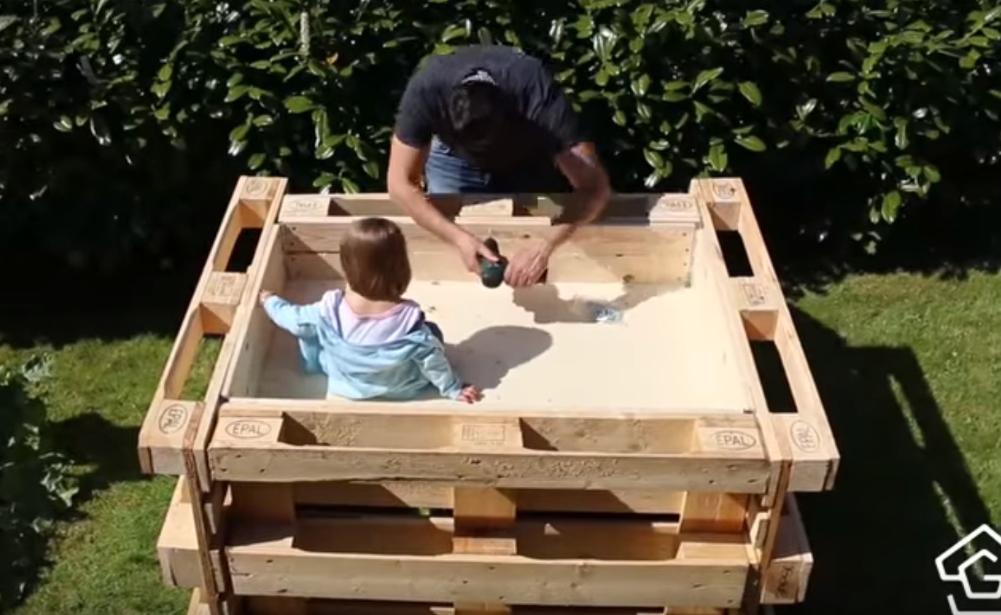 DIY Anleitung Hochbeet aus Paletten selber bauen