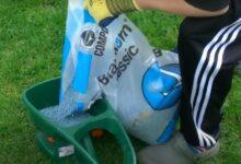 Bild von So düngen Sie den Rasen günstig – Düngen mit Blaukorn