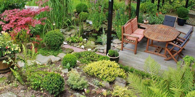 Mit den richtigen Möbeln und Deko wird der Garten im Handumdrehen zur Wohlfühloase.